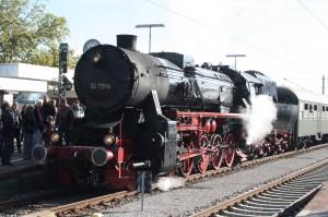 52 7596 mit Dampfsonderzug beim Zwischenstopp in Radolfzell