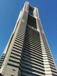 Landmark Tower ganz nah