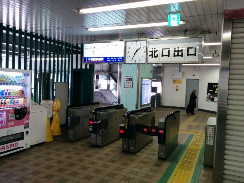 Übersichtliches Gate in Shinbamba. (Aber natürlich auch mit Personal besetzt!)