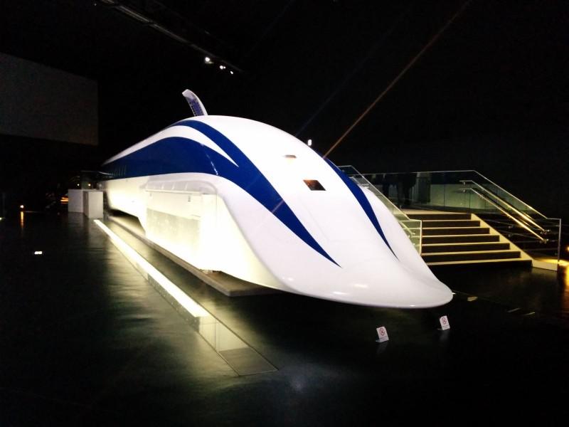 MLX01-01, experimenteller SCMAGLEV Zug. Geschwindigkeitsrekord: 581 km/h.