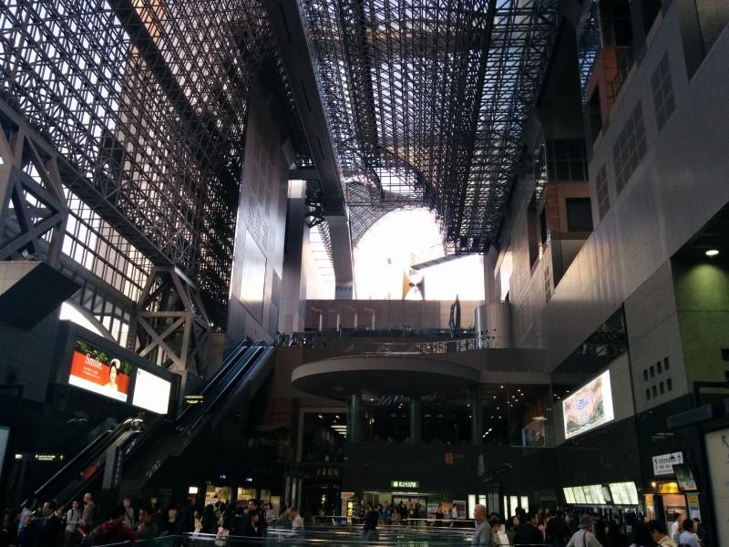 Nicht alles ist ganz traditionell in Kyoto. Hier: Kyoto Station.