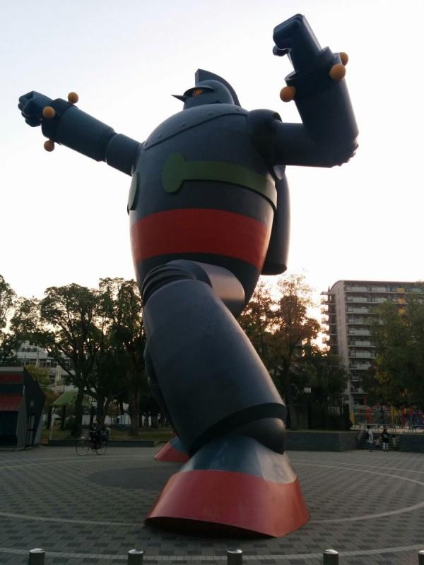 Die Anime Street gab es nicht wirklich. Dafür diesen Roboter.