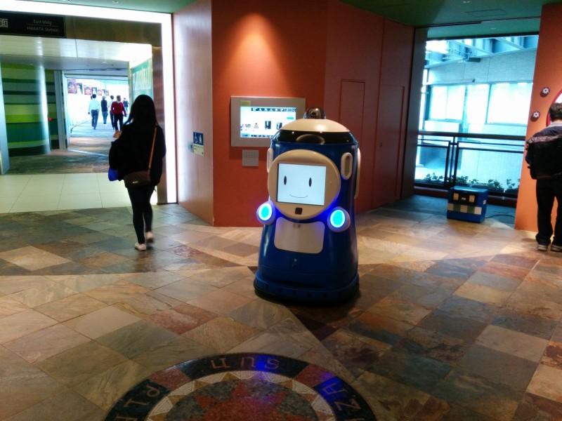 Ein freundlicher Roboter in Canal City.