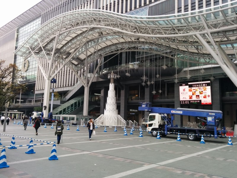 An der Hakata Station wurde noch hart an der Weihnachtsdeko oder so gearbeitet.