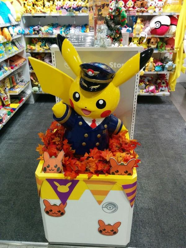 Pikachus am Flughafen. (Neben diesem Store gabs natürlich auch noch eine TAX FREE Variante im Securitybereich)
